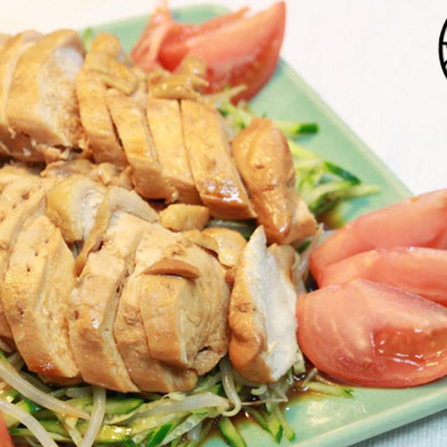 鶏肉のお醤油煮、もやしとキュウリと共に召し上がれ!