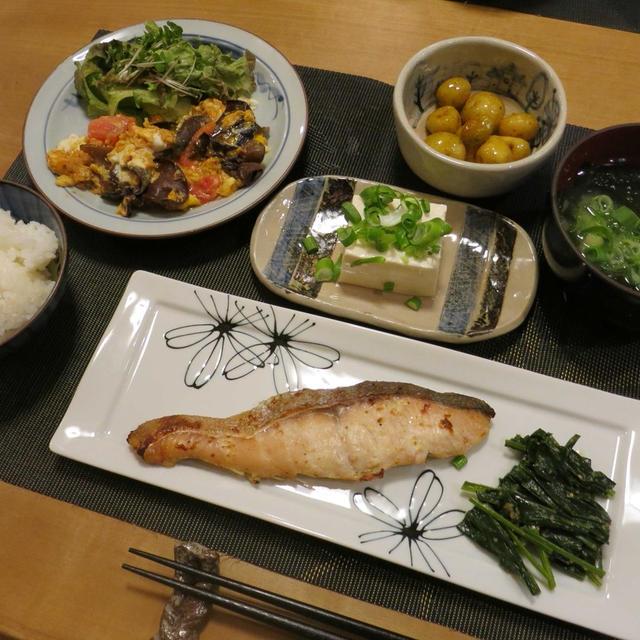 白鮭の味噌漬け&生キクラゲとトマトの卵炒めの晩ご飯 と ギボウシの花♪