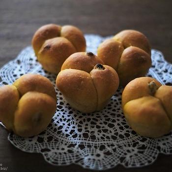 今年の「かぼちゃレーズンパン」はこんな形にしてみました