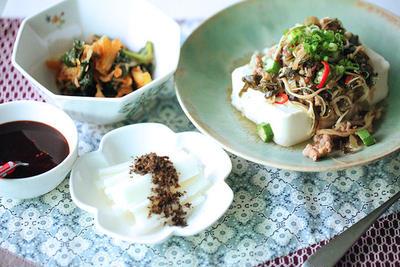 時短で、豚ひき肉で肉味噌豆腐とキムチ野菜炒め
