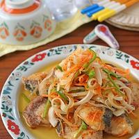 作り置きお魚料理!簡単ヘルシーブリと新玉ねぎの南蛮漬け♪連載