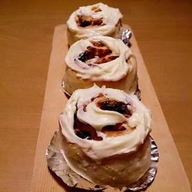 シナボンみたいな・・・シナモンレーズンロール♪ウインナーマヨコーンチーズパン♪