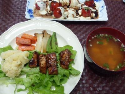 【献立】豚カットステーキ、マッシュポテト、ミニトマトとモッツァレラチーズのグリル・バルサミコソース