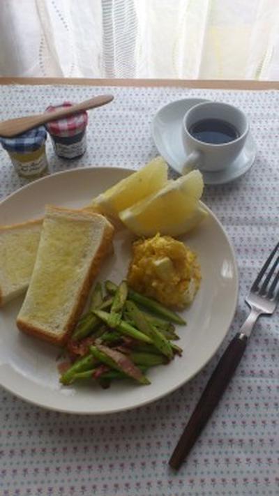 朝食の提案④  アスパラとベーコンのソテーとかぼちゃとクリームチーズサラダ