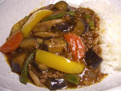 『トロトロ茄子の夏野菜カレー』 素揚げした茄子がトロトロです(^-^)
