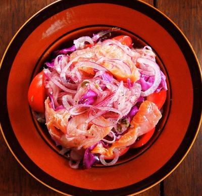 スモークサーモンとパープル野菜のマリネ