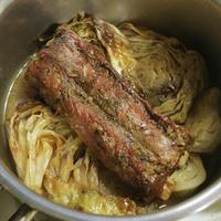キャベツとスペアリブのミックススパイスブレゼ(蒸し煮)
