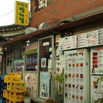 エゴマスープのうどんが美味しい人気の食堂