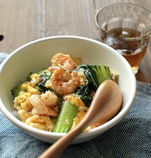 春休み簡単10分ランチ、海老と青梗菜の中華丼。