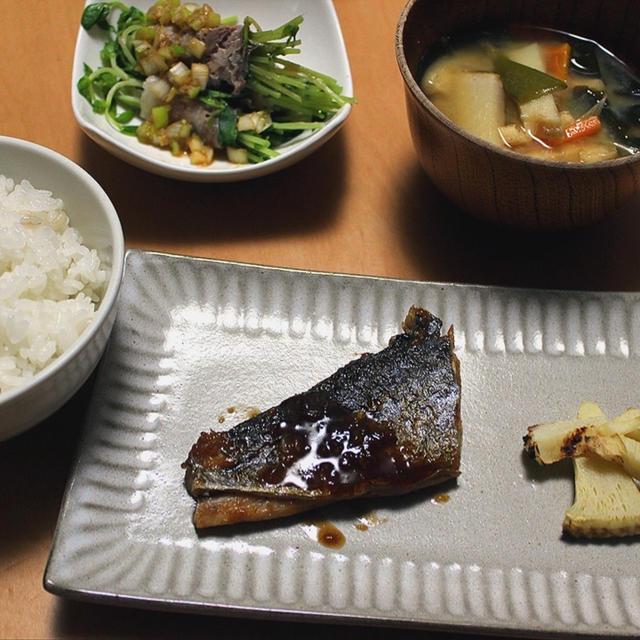 肉にも魚にも!万能の香味ダレと業務スーパーの冷凍食品で作った晩ごはん