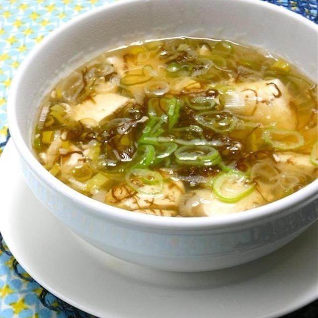 寒〜い夜の簡単、時短で疲労回復メニュー!あったか〜い、もずくと豆腐のさっぱりスープ。