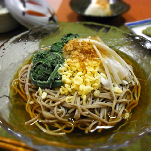 冷やし山菜たぬき蕎麦 !!