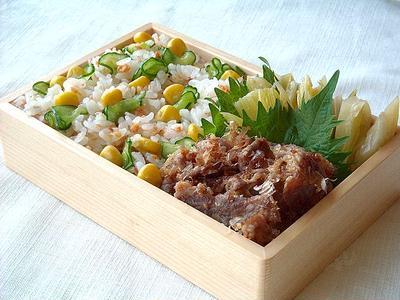 5/24(火)鮭ときゅうりのバラ寿司弁当