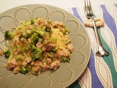 鶏ミンチとブロッコリーのパスタ