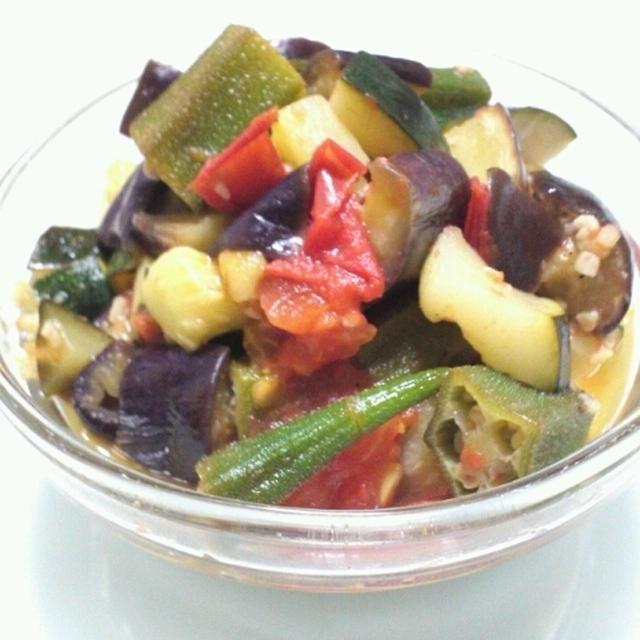 時短おつまみ 夏野菜の蒸し焼き あらびきガーリック オムレツの具にどうぞ。