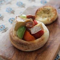 カマンベールとカラフルトマトのイングリッシュマフィン