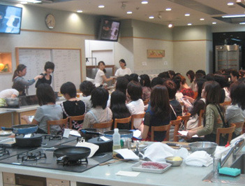 2011年10月8日(土)@名古屋で開催!栗原はるみさんクッキング教室第3弾♪~Siセンサーコンロとリべナス今池を体験~