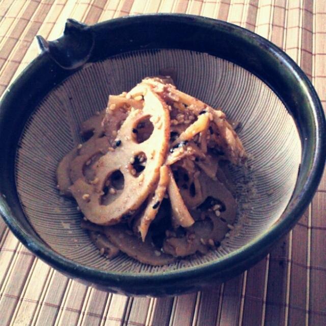 蓮根きんぴら 山椒胡麻和え 他は豆ばかりです。