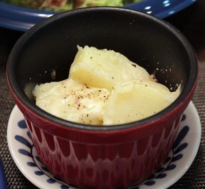 粉ふきいものチーズ焼き、ブラックペパー風味。