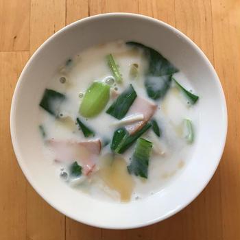 【レシピブログ】青梗菜のミルクスープ × スペインのロゼ泡
