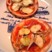 乾物イタリアン・小魚と蚕豆の掌Pizza