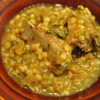スペアリブと丸麦のビネガー煮込み