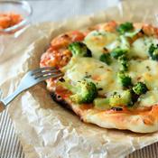 卵とブロッコリーのピザ
