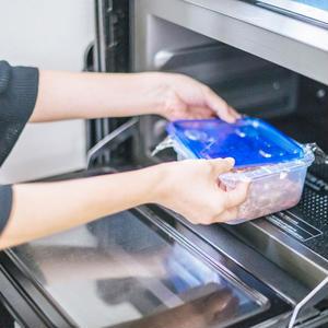 材料を入れたらチンして冷まして冷蔵庫へ!コンテナひとつでできる究極の作りおきおかず
