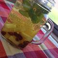 缶詰とドライフルーツでお手軽♪パイナップル缶 と レーズン de フルーツビネガーウォーター