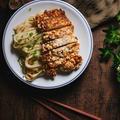 カリッカリの台湾チキンとまろやか胡麻和えアジアンうどん|鶏排・ジーパイ|台湾風唐揚げ