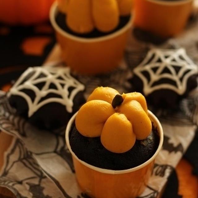 かぼちゃクリームのブラックカップケーキでハロウィン!