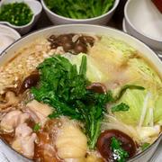 鶏肉ときのことキャベツの鍋