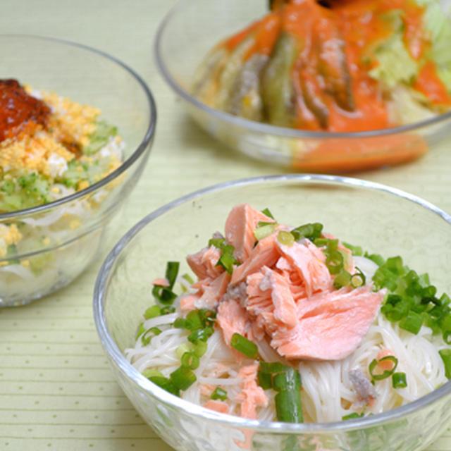 そうめん3種(塩サーモンだれ・梅おかかトマトだれ・めんつゆジュレ)の晩ご飯。