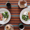 厚切りハムのソテーと美味しいパンで朝食を。