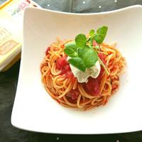 お店の味に大変身!トマトソースパスタ~アーラパイナップルクリームチーズのせ【Recipe】