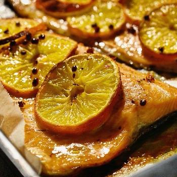 鱒とミカン (オレンジ) のオーブン焼き