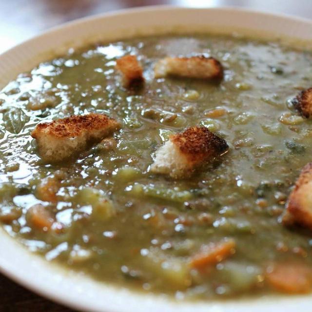 オーガニックレンズ豆とほうれん草の具沢山スープ