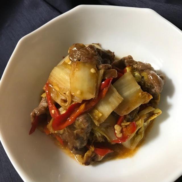 白い器に盛られた白菜と牛肉の中華炒め
