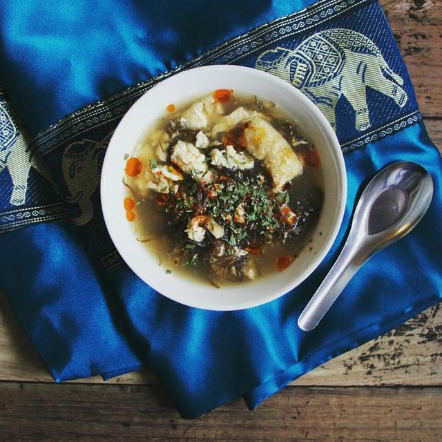 【簡単!スープ】モズクと油あげのアジアンピリ辛スープ
