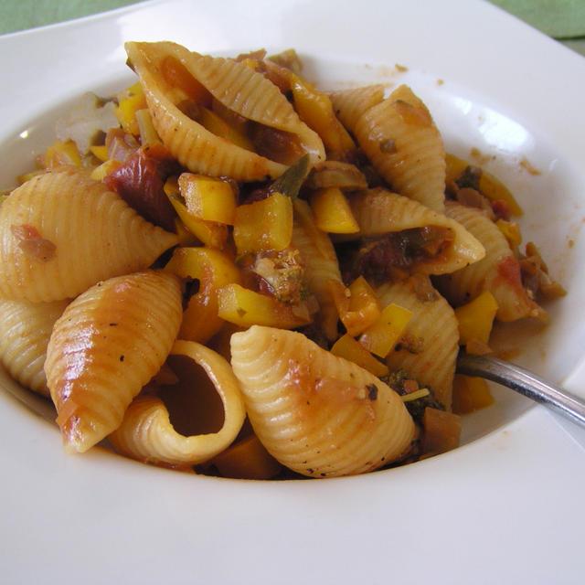 貝柱とセロリのトマトソース  with コンキリエ