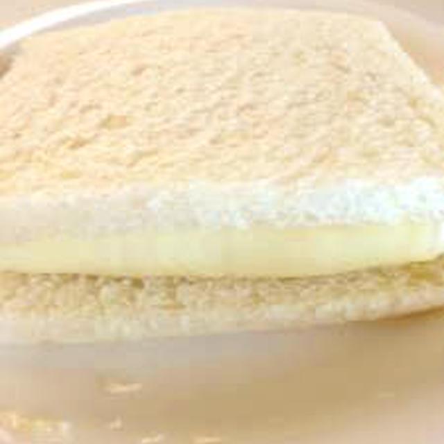大きいスライスチーズでこぼれ防止サンドイッチ