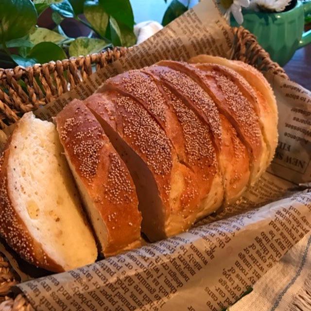 白ごまとけしの実のパン。と従兄弟と。