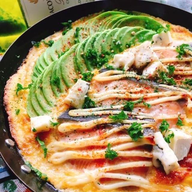 生鮭とアボカドのマヨ焼きオープンオムレツ