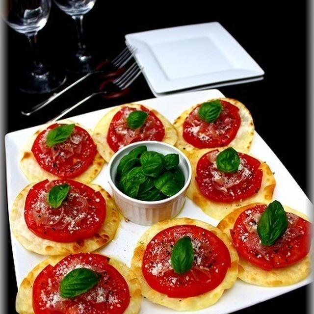 【焼くだけ!簡単おつまみ】手羽肉と餃子の皮ピザ