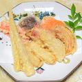 薬膳ってなぁに?今日は健康運アップの天ぷらがラッキー、にんじんとカニ風味かまぼこの天ぷらで薬膳!