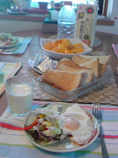 ベーコンエッグの朝ごはん。