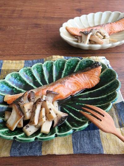 フライパン1つで簡単調理☆鮭ときのこのバジルソテー