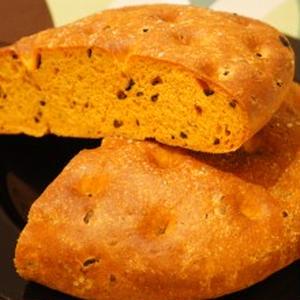 パプリカとブラックオリーブのパン