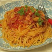 ベーコンとしめじのトマトソースパスタ