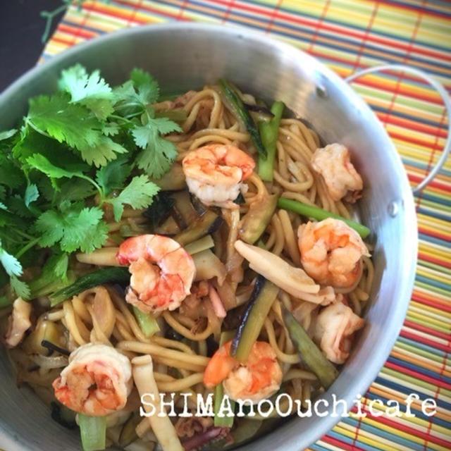お家で簡単タイ料理〜♪ タイ風焼きそばパッタイ風 青菜とシーフードの焼きチャンポン